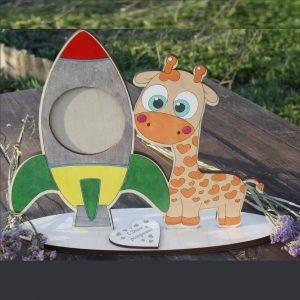 Макет рамки с ракетой и жирафом