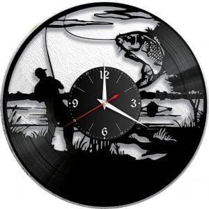 Макет часов с рыбаком