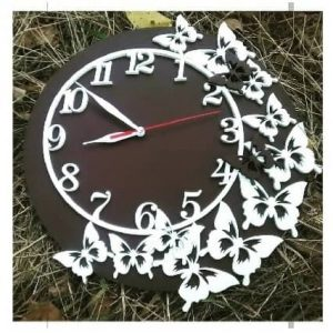 Циферблат часов с бабочками