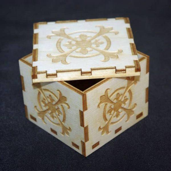 Маленькая подарочная коробка с гравировкой