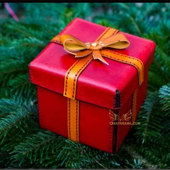 Подарочная коробочка из кожи